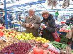 Stary Kleparz market shoppers