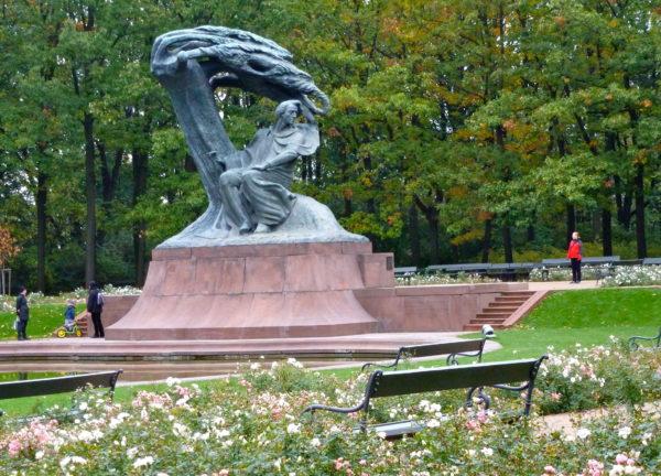 Chopin statue Łazienki Park.